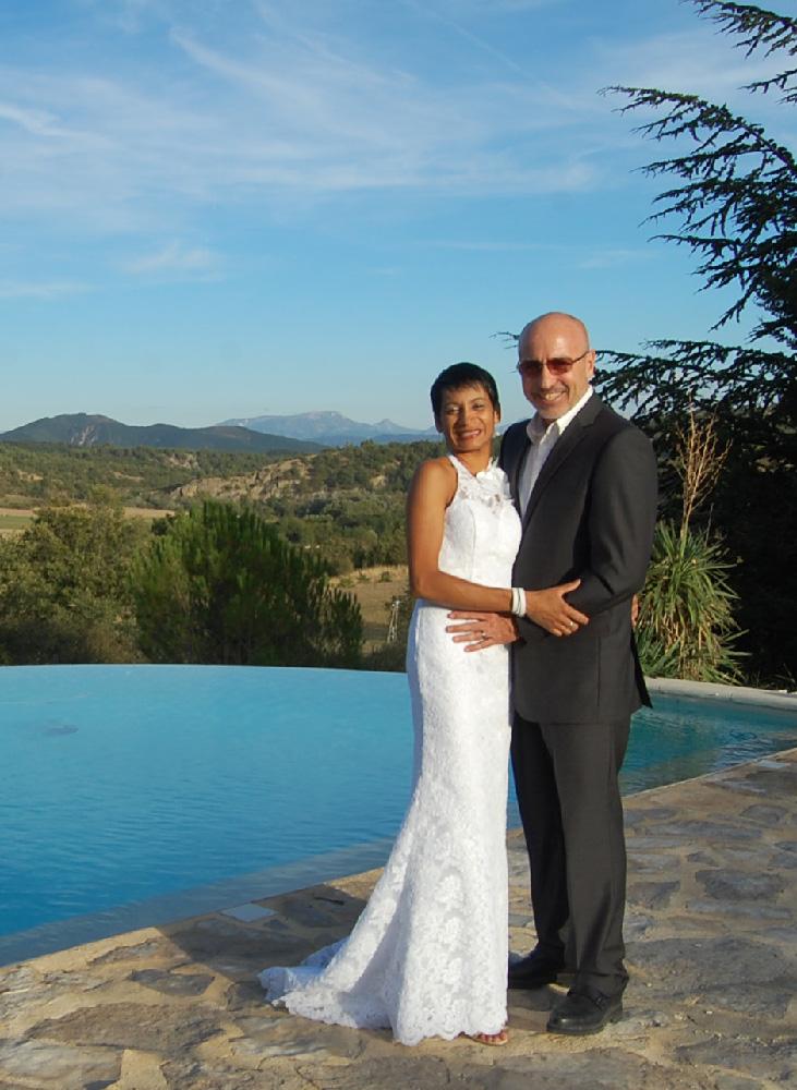 Un mariage au bord de la piscine du Jas de Péguier en provence