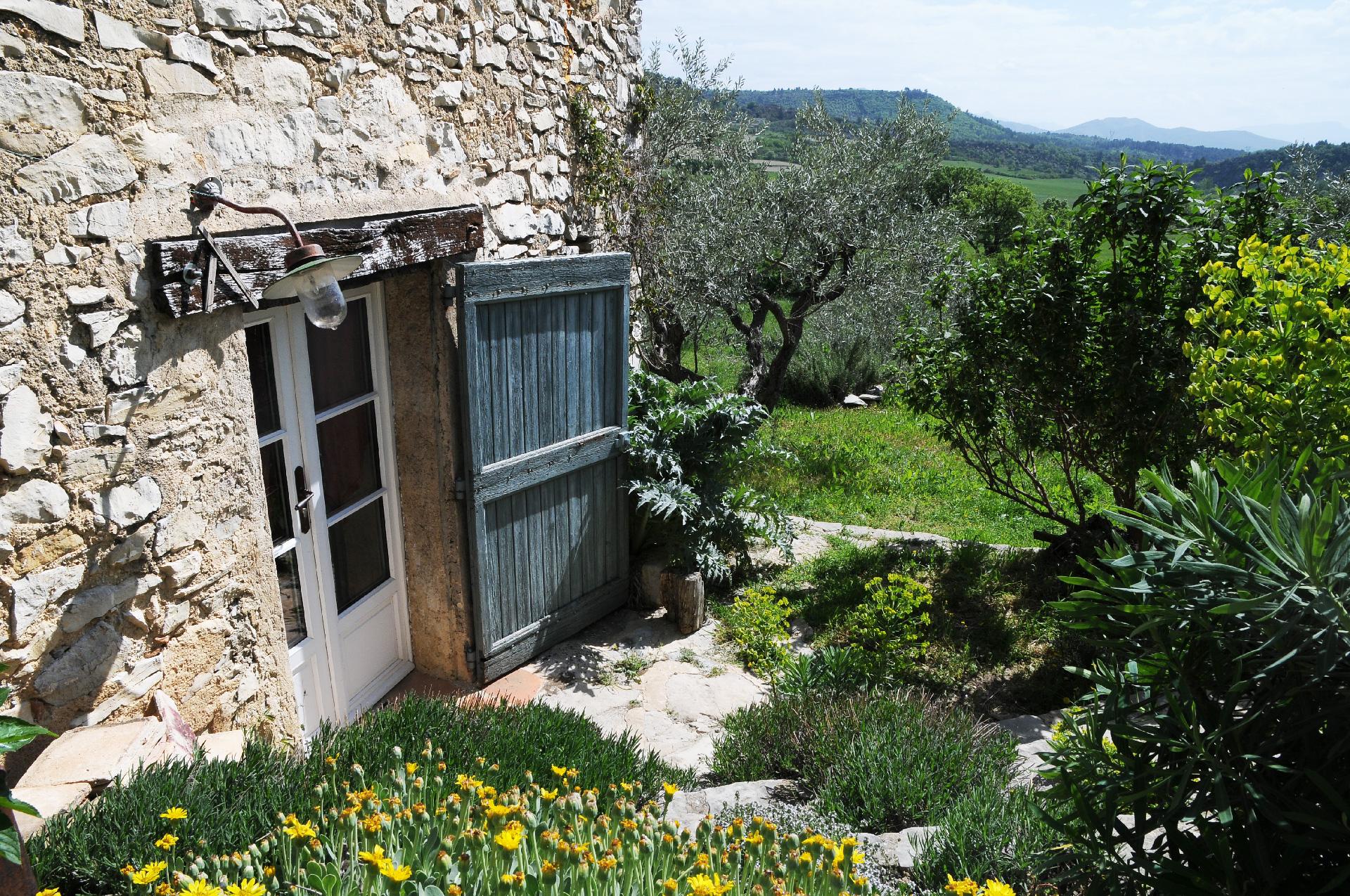 vue du Jas de Péguier sur la montagne provençale